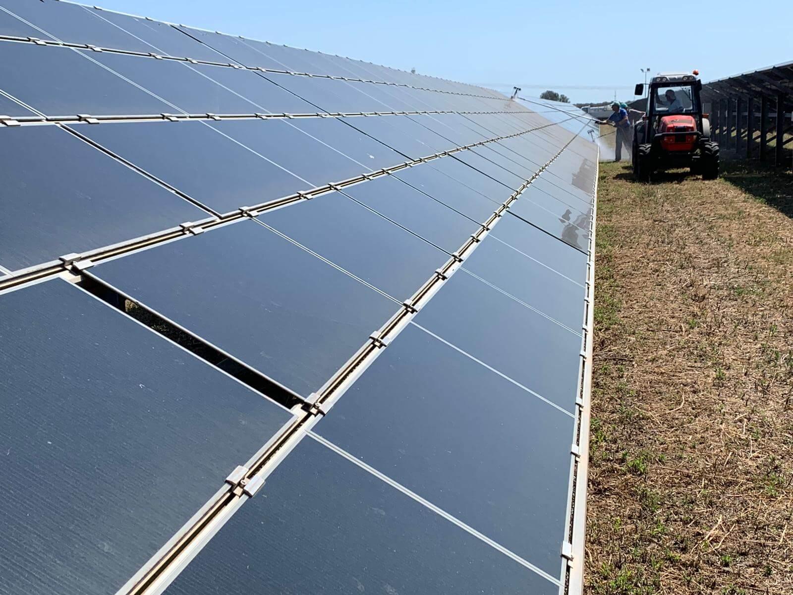 Pulizia pannelli solari 1