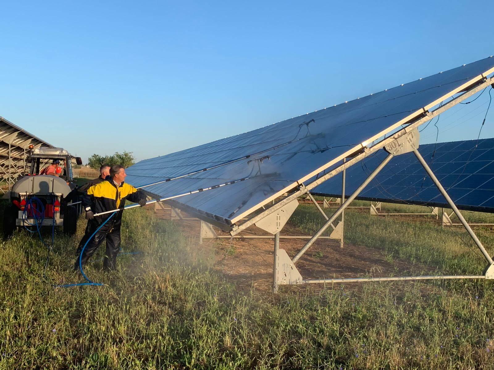Pulizia pannelli solari 2