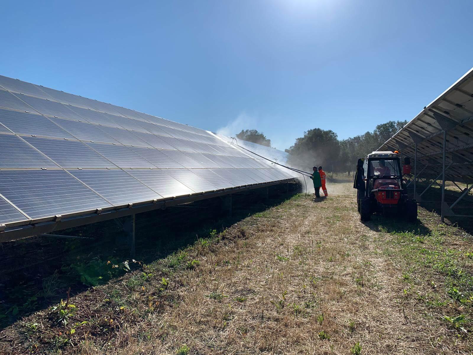 Pulizia pannelli solari 11