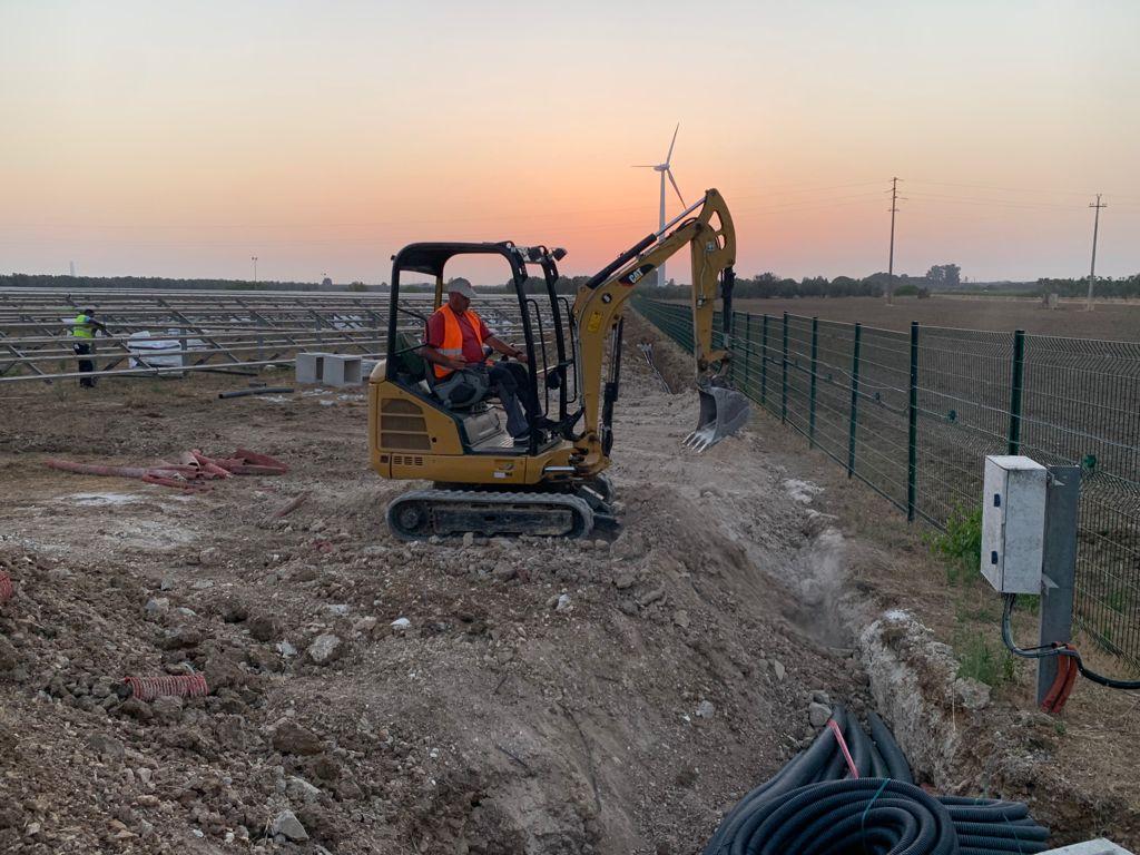 escavatore impianti fotovoltaici 1