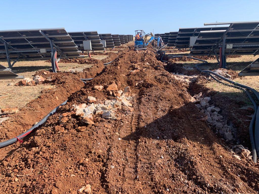 escavatore impianti fotovoltaici 3