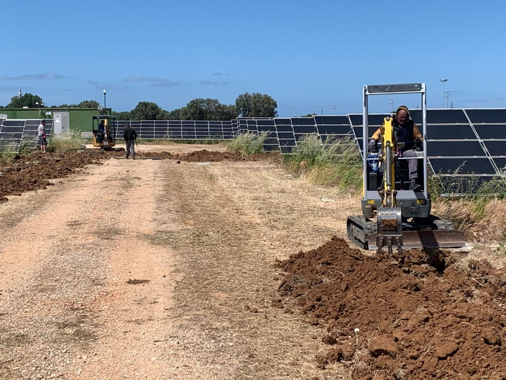 escavatore impianti fotovoltaici 7