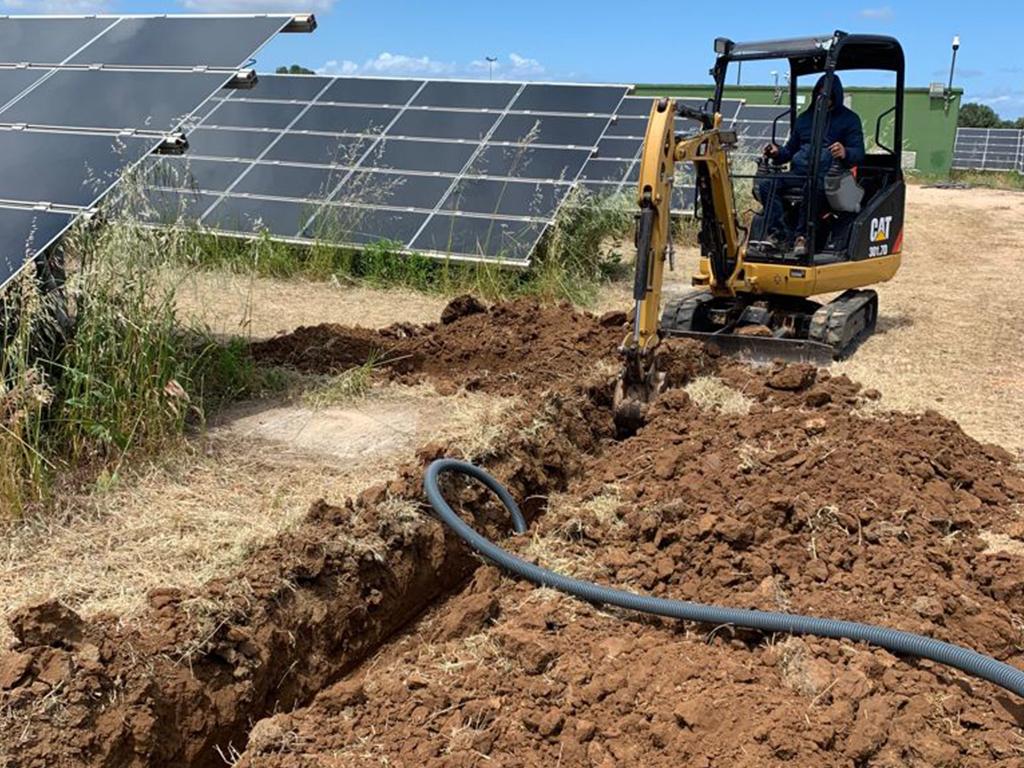 escavatore impianti fotovoltaici